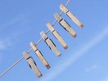 Clavija del paño con el fondo del cielo azul Fotografía de archivo