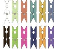 Clavijas de ropa coloridas, brillante y en colores pastel Fotografía de archivo