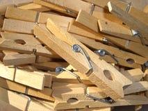 Clavijas de ropa de madera Fotos de archivo libres de regalías
