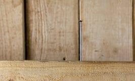 Clavo doblado en la madera Foto de archivo libre de regalías