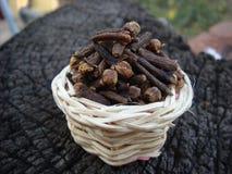 Clavos en la cesta de bambú Fotografía de archivo