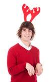 Claxones felices del reno del hombre que desgastan joven Foto de archivo libre de regalías