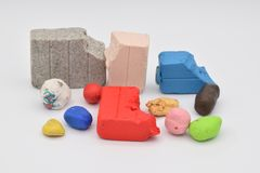 Clay Bits colorido en blanco imágenes de archivo libres de regalías