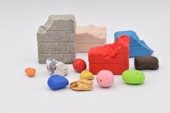 Clay Bits colorido en blanco imagenes de archivo