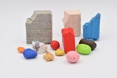 Clay Bits colorido en blanco imagen de archivo