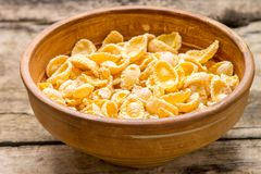 Clay bowl with dried corn flakes Royalty Free Stock Images