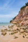 Clay Cliff impressionante a Morro fa il sao Paulo Island, Bahia, Brasile Fotografia Stock