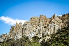 Clay Cliffs is een beroemde aantrekkelijkheid in Nieuw Zeeland Zijn lange toppen worden gescheiden door smalle ravijnen Deze natu stock afbeeldingen