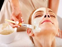Clay facial mask in beauty spa. Royalty Free Stock Photos