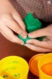 clay gospodarstwa dziecka zdjęcie stock