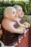 Clay Monk Happy Statues, stile tailandese immagine stock