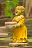 Clay Monk Happy Statues, style thaïlandais image stock