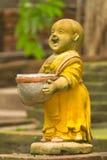 Clay Monk Happy Statues thailändsk stil fotografering för bildbyråer