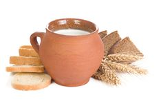 Clay Pot And Bread Royalty Free Stock Photos