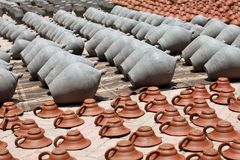 Clay pots and plates Royalty Free Stock Photos