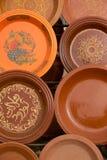 Clay Tajines som är till salu i ett stånd, Marocko Royaltyfri Foto