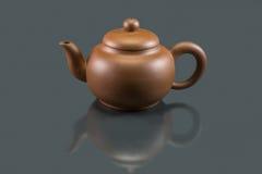Clay Teapot púrpura Imagen de archivo libre de regalías