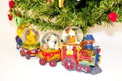 Clay Train Below The Christmas träd Arkivfoton
