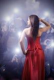 Célébrité posant avec des paparazzi Photo libre de droits