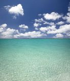 Clean blue water and cloud Royalty Free Stock Photos