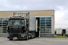 Free Clean Scania R560 Rig Drives Out Of Truck Wash Royalty Free Stock Images - 52509029