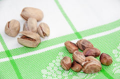 The cleaned roasted pistachios over green tablecloth Stock Photography