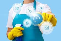 Cleaner pracujący klika dalej ikonę podczas gdy Fotografia Royalty Free