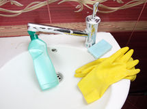 Cleaning bathroom Royalty Free Stock Images