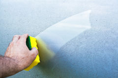 Cleaning car using a cleaning sponge Royalty Free Stock Photos