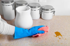 Cleaning dinner table Royalty Free Stock Photography