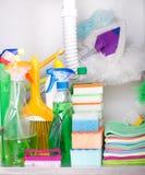 Cleaning dostawy w kuchennym gabinecie Zdjęcia Stock