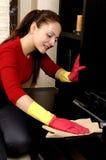 cleaning dziewczyny domowy ja target1725_0_ Zdjęcia Stock