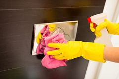 Cleaning flush button in toilet Royalty Free Stock Photos