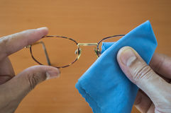 Cleaning his glasses Royalty Free Stock Images