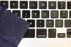Cleaning laptop Zdjęcie Stock