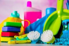 Cleaning pojęcie na naszłym jaskrawym tle Zdjęcia Royalty Free