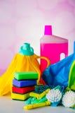 Cleaning pojęcie na naszłym jaskrawym tle Fotografia Stock