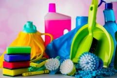 Cleaning pojęcie na naszłym jaskrawym tle Zdjęcie Stock