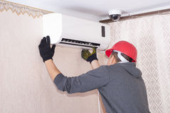 Cleaning and repairs the air conditioner Royalty Free Stock Image