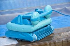 Cleaning robot dla czyścić dno pływaccy baseny zdjęcie royalty free
