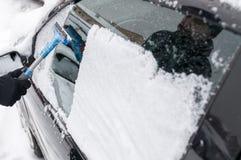 Cleaning samochód Od śniegu Zdjęcie Royalty Free