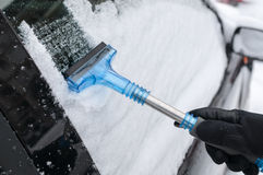 Cleaning samochód Od śniegu Obrazy Royalty Free