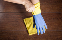 Cleaning wood from dust Royalty Free Stock Photography