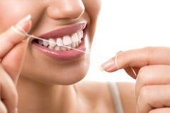Cleaning zęby z stomatologicznym floss Obrazy Royalty Free