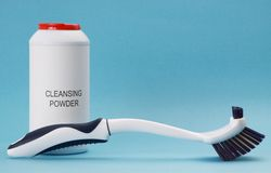 Cleansing powder and brush Royalty Free Stock Photography