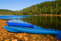 Clear blue lake in Northern California. At sunset Royalty Free Stock Photos