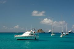 Clear water, island, boats and yachts Royalty Free Stock Photos