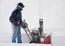 clearingowy podjazdu mężczyzna snowblower Zdjęcie Stock