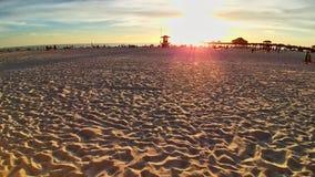 Clearwater strand p? kust f?r torn f?r livr?ddare f?r molnig sand f?r strand fin en scenisk arkivfoton