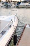 Cleat przy marina dla łódkowatej kurtyzaci Obrazy Stock